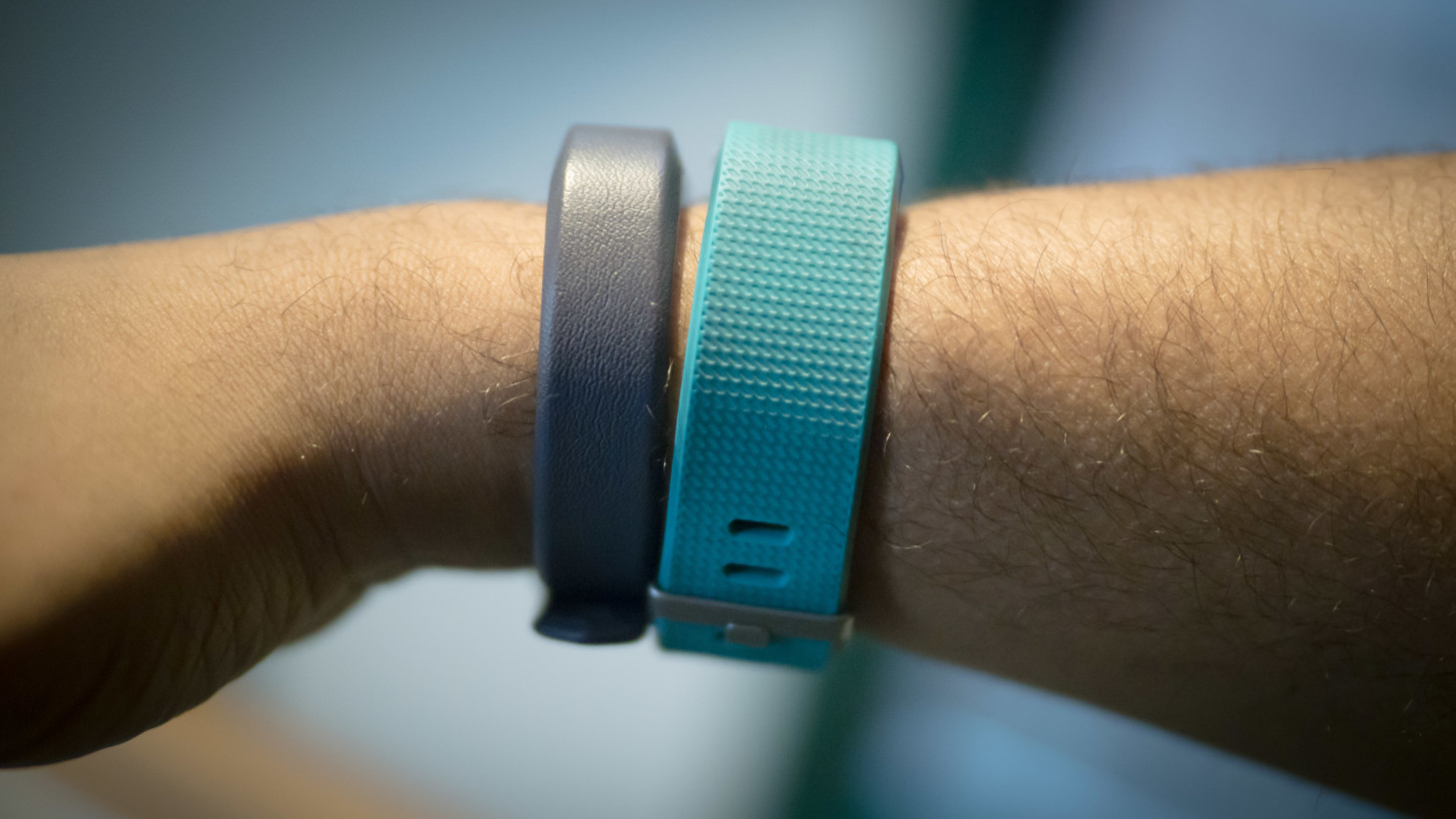 review fitbit 39 s alta hr is tiny and powerful but you should probably get a charge 2. Black Bedroom Furniture Sets. Home Design Ideas